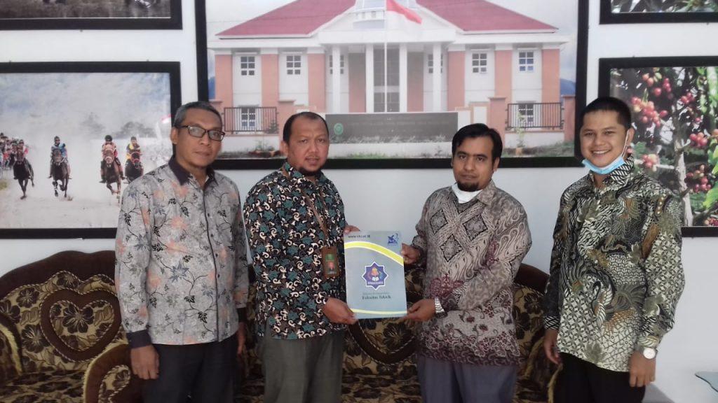 MS Simpang Tiga Redelong Jalin Kerja Sama dengan Universitas Teuku Umar Meulaboh