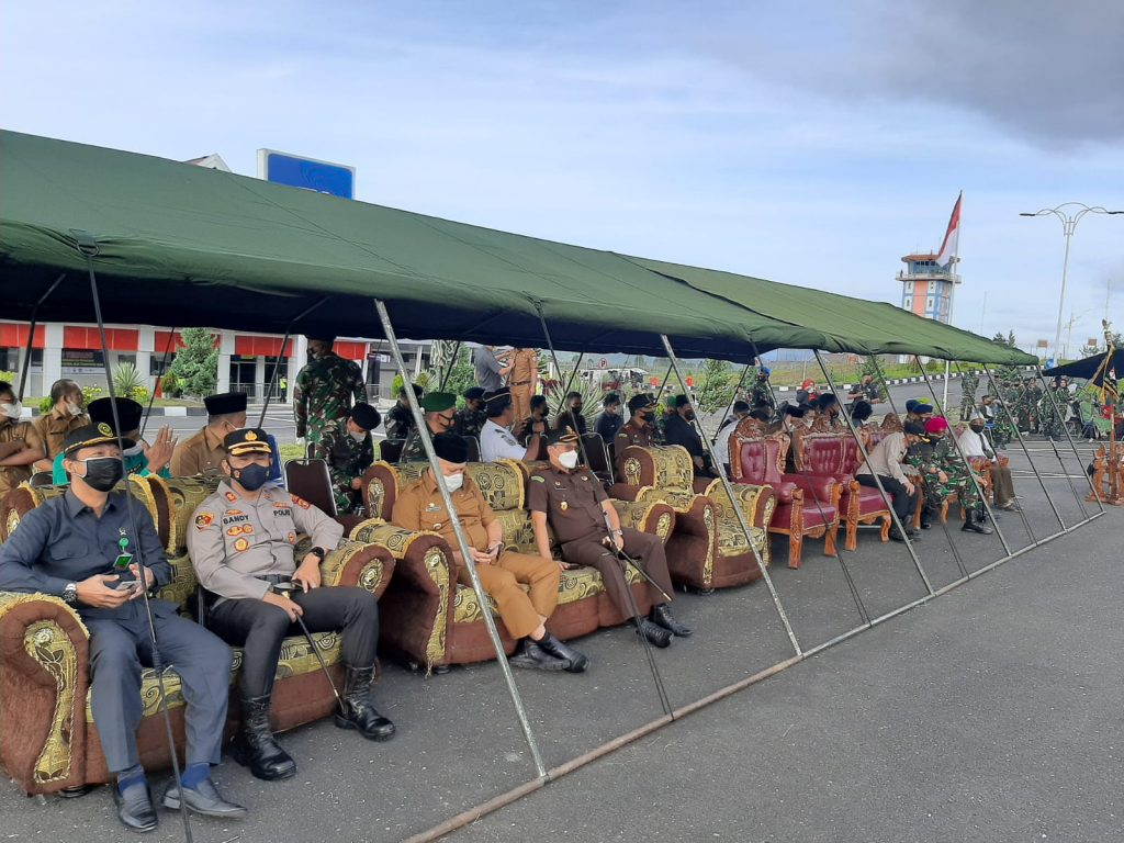 Waka MS Simpang Tiga Redelong Menghadiri Pelepasan Satgas Pamtas Penyangga Yonif RK 114/SM