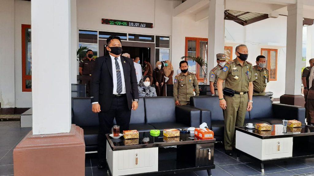 Hakim Pengawas MS Simpang Tiga Redelong Hadiri Pelaksanaan 'Uqubat Cambuk